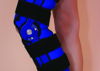 Ortéza kolenná elastická s nastaviteľným rozsahom pohybu